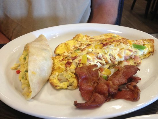 Zander's Fire Grill and Brew Lounge: Omelete with bacon and egg wrap
