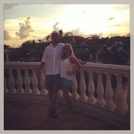 Sandals Grande Antigua Resort & Spa: Enjoying a pic on the grounds