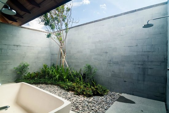 Ambalama Bali : All bathrooms landscaped and private