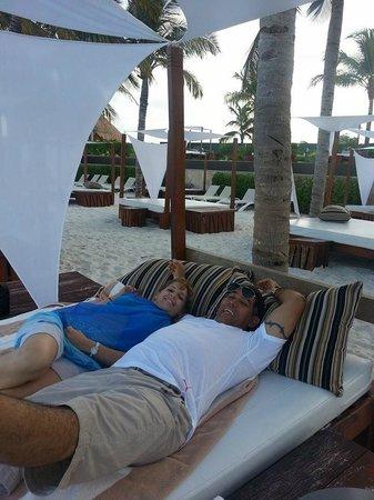 Villa del Palmar Cancun Beach Resort & Spa: descansando en areas de la Playa.