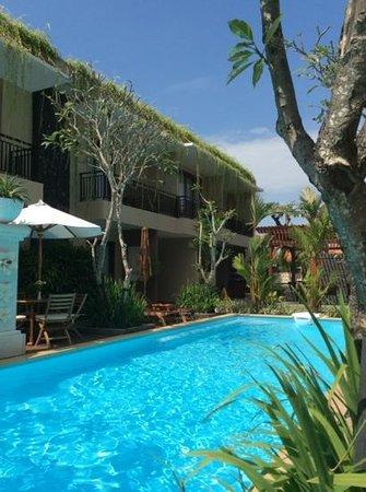 D'Penjor Seminyak: by the hotel pool