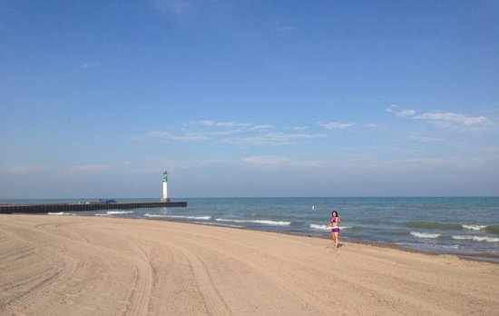 Grand Bend, Canada: lighthouse photo bomb