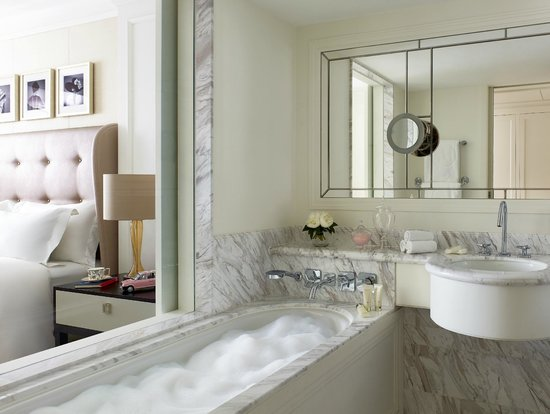 The Langham, Hong Kong: Newly Refurbished Grand Langham Bathroom