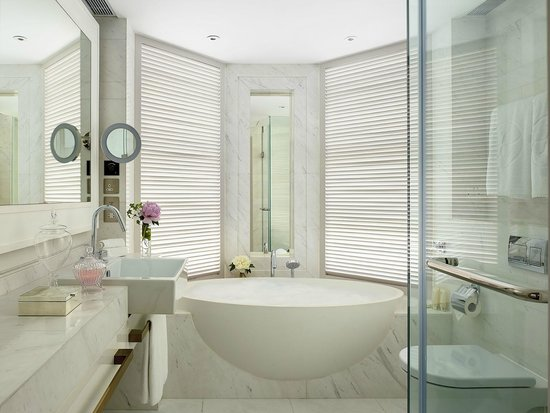 The Langham, Hong Kong: Newly well appointed Langham Suite - Bathroom