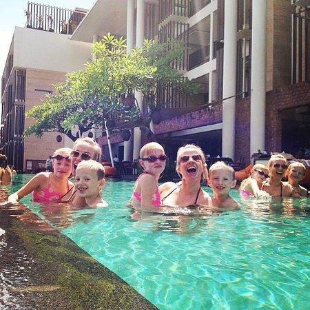 Anantara Seminyak Bali Resort: Huge pool by the hotels restaurant to chill down and relax