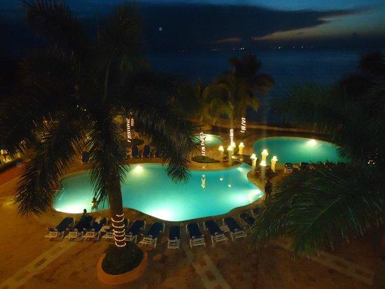 El Cozumeleño Beach Resort: Vista de noche