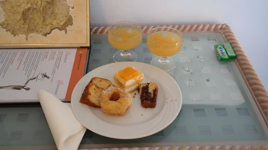 Aragona Palace Hotel: Snack sent to room on arrival.