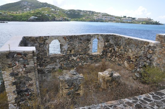 Historic Hassel Island Kayak, Hike & Snorkel: Good spot for a fort