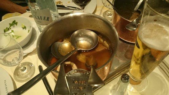 Plachutta: собственно бульон с мясом