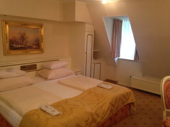 Schlosshotel Roemischer Kaiser : Habitación del 6to piso