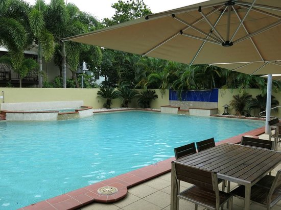 Central Plaza Port Douglas: The lovely pool at Central Plaza