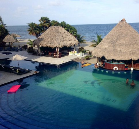 Belize Ocean Club Adventure Resort: Wonderful Expansive Beachside Pool With Swimup Bar