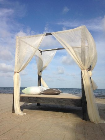 Belize Ocean Club Resort: Beautiful Beach Bed