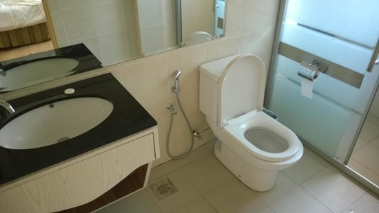 The Capital Residence Suites: Bathroom