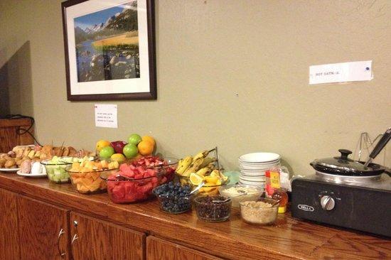 Mammoth Creek Inn: Breakfast