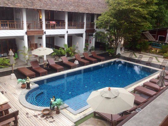 Sairee Cottage Resort: View from our balcony of the beautiful clean pool!