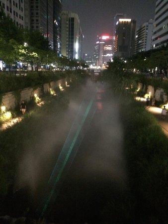 Cheonggyecheon: как раз кусок лазерного шоу