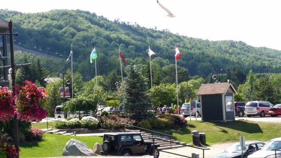 Seasons at Blue - Blue Mountain Resort: View from outside of the hotel