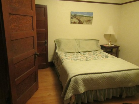 Alameda's Hot Springs Retreat: The separate bedroom with onsite Unit 8