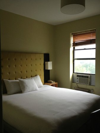 Astor on the Park: Room 709 - King bed overlooking Central Park