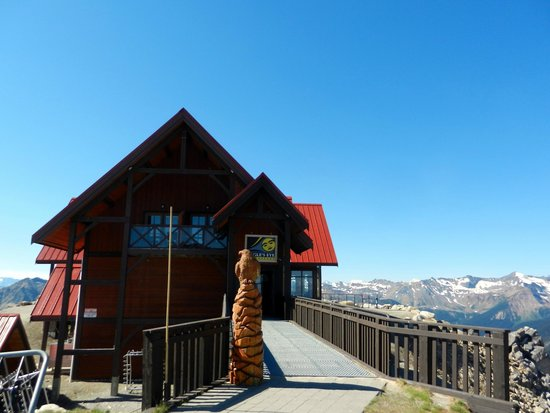 Eagle's Eye Restaurant - Kicking Horse Mountain Resort: exterior view