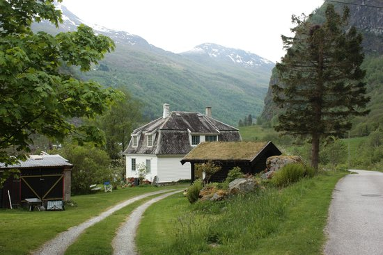 Brekkefossen: Countryside on the way