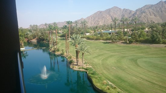 Renaissance Indian Wells Resort & Spa: Nice view of lake
