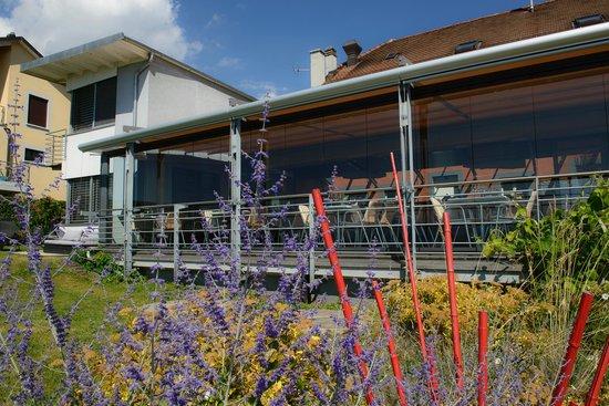A la Clef d'Or : La terrasse et le jardin