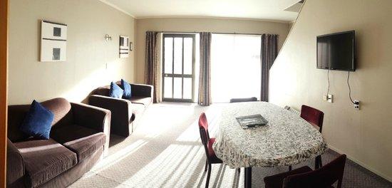 Aquarius Motor Inn: two bedroom unit