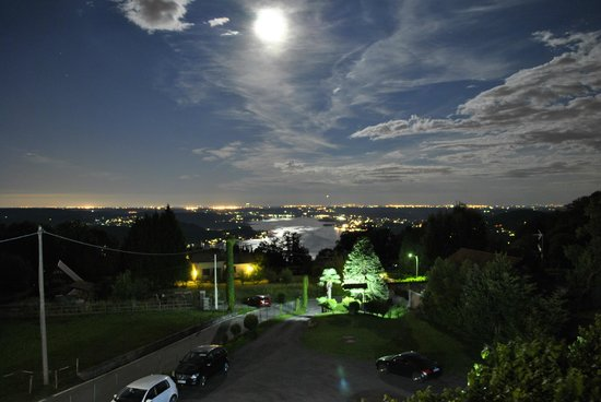Hotel La Capannina: Die Sicht vom Balkon auf den See