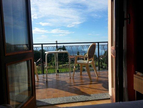 Hotel La Capannina: Morgens aus dem Bett auf den See geblickt