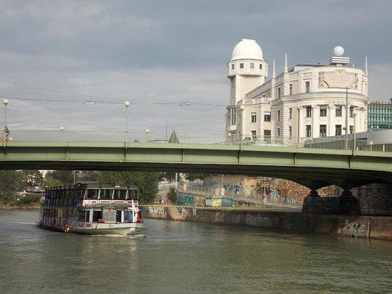 MEININGER Hotel Wien Downtown Sissi: Набережная