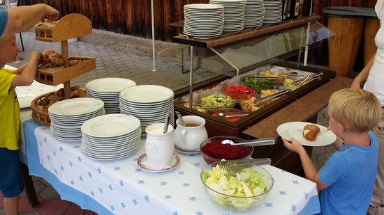 Pfannerhutte: salat, bread and more