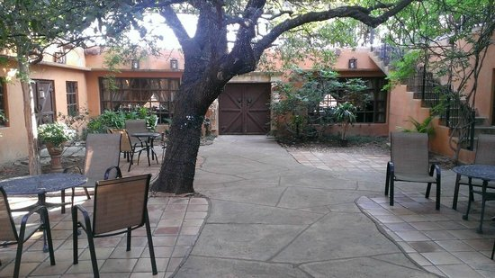 Trois Estate at Enchanted Rock: Courtyard, outside of Bridal Suite