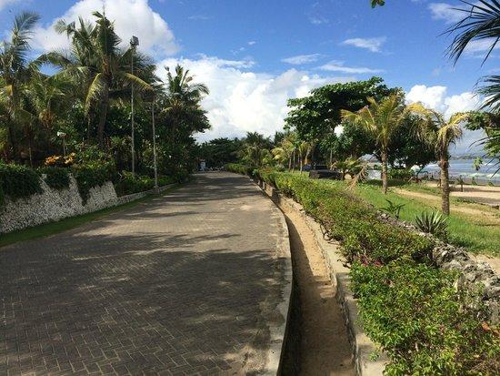 Padma Resort Legian: beach walk