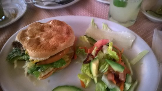 The Dock Cafe: Cheeseburger n salad