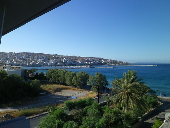 Sitia Beach City Resort & Spa : vue sur la ville et la mer