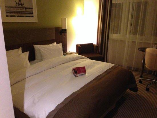 Leonardo Royal Hotel Berlin Alexanderplatz: The bed was large and comfortable.