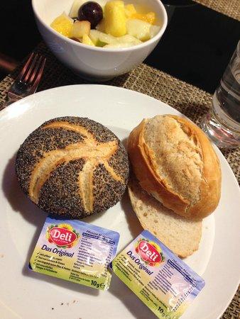 Leonardo Royal Hotel Berlin Alexanderplatz: The breakfast had vegan butter!