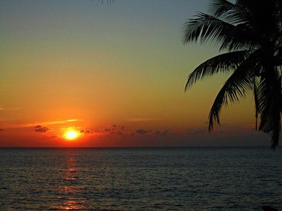 Resort Relax Bali : Východ slunce před resortem