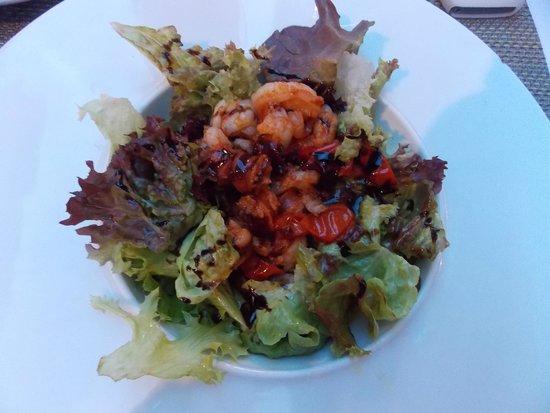 Lola Spanisches Tapas Restaurant: Салат в морепродуктами