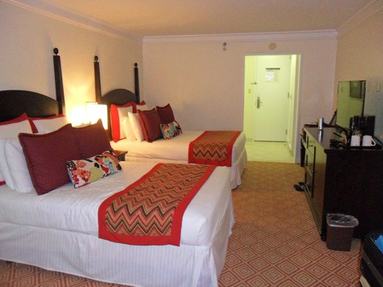Memories Grand Bahama Beach and Casino Resort: garden view room with 2 double beds