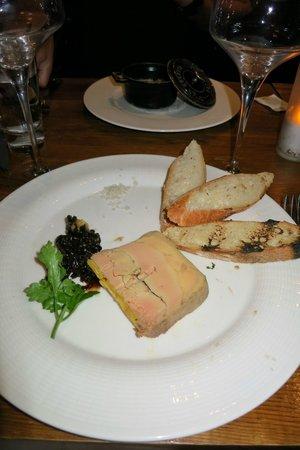Sacrée fleur : Foie gras and shallot compote