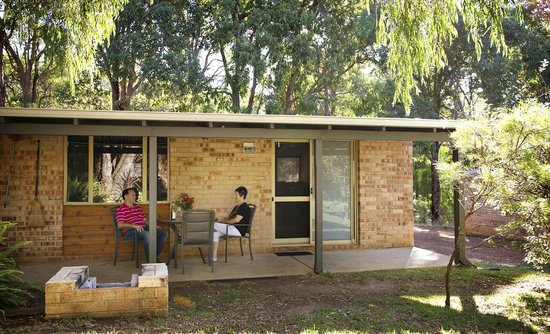 Peppermint Brook Cottages: Relaxing on verandah