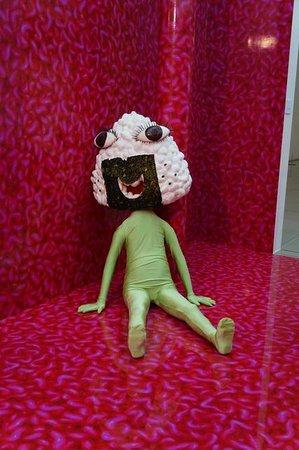 Kirishima Open-Art Museum : 会田誠のだらけたおにぎり仮面