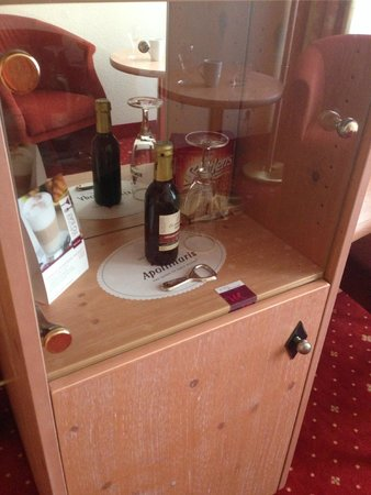 Mercure Hotel Berlin Mitte: The display case was rather a waste of space