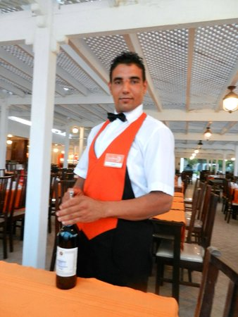 Club Eldorador Salammbo: Excellent Waiter Restaurant