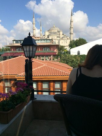 Best Point Hotel : View of Blue Mosque from the rooftop terrace at breakfast