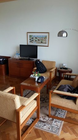Inya Lake Hotel, Yangon : The mainhall of the room