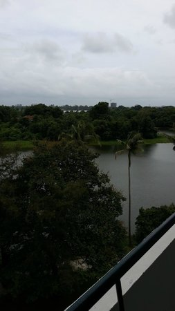 Inya Lake Hotel, Yangon : The lake view from the room